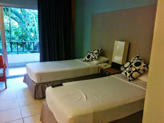 Green Park Resort : my room (the beds)