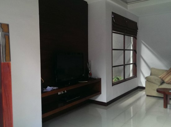 The Wolas Villas & Spa: LCD TV and entertainment system