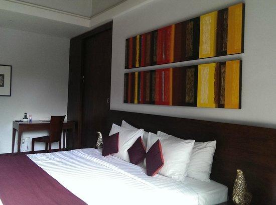 The Wolas Villas & Spa: Our bed... comfy