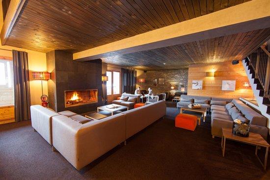 Chalet Hôtel Kaya : Le Bar et la cheminée