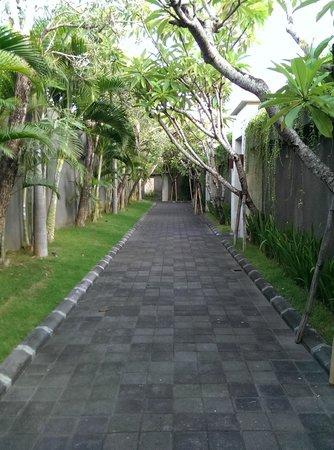 The Wolas Villas & Spa: The villa corridor