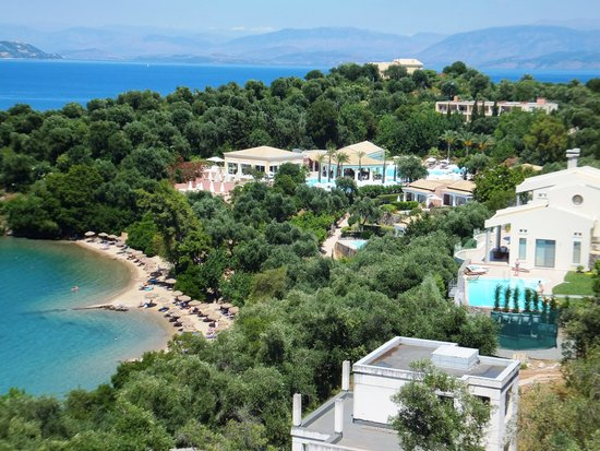 Kommeno Bay, Greece: Hotel pool and beach