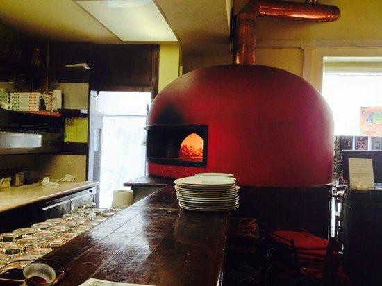 Ciro Leone's Pizza since 1924: il forno rigorosamente a legna