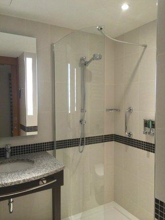 Hampton by Hilton Warsaw Airport: salle de bain
