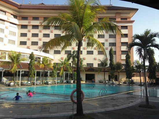 The Sunan Hotel Solo : 3 pools for babies, kids and adult
