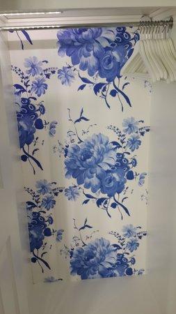 Trevose Harbour House: Blue&white wallpaper in closet
