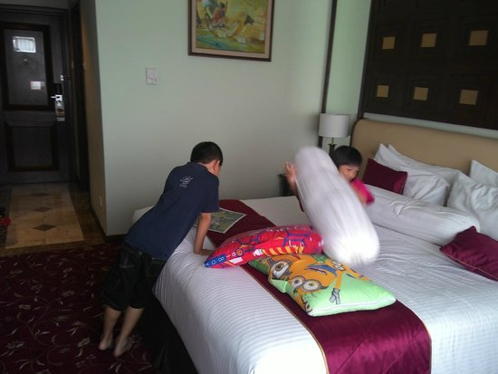 The Sunan Hotel Solo : deluxe room