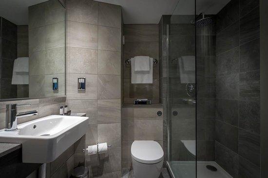 Maldron Hotel Dublin Airport : New Maldron Bathroom
