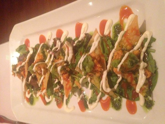 Cuatro Restaurant: Spicy Tuna Nachos - WOW!!!