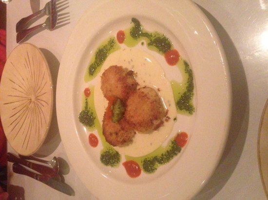Cuatro Restaurant: Crab Cakes - Yes, Please!