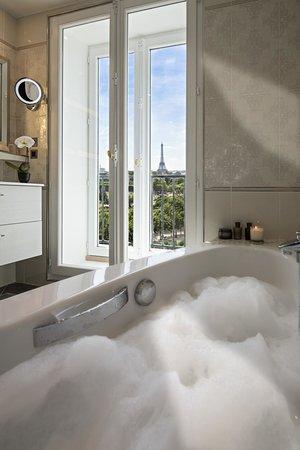 Regina Hotel: Bathroom Suite Eiffel Tower