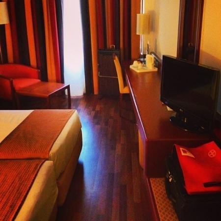 Holiday Inn Lisbon - Continental: Номер.