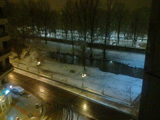 Hotel Silken Gran Teatro: Burgos nevado desde hotel noche