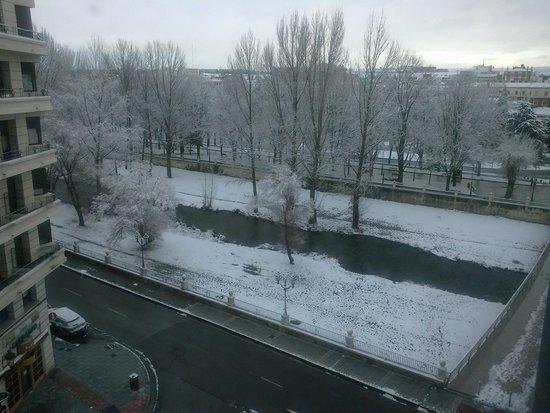 Hotel Silken Gran Teatro: Burgos nevado desde hotel día