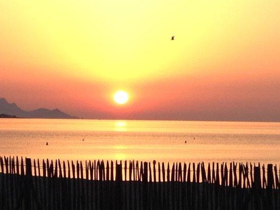 Citotel Hostellerie de la Nartelle : Sonnenaufgang, Blick vom Hotel