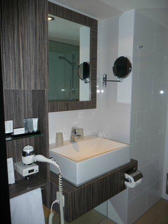 Carlton Beach The Hague / Scheveningen: bathroom