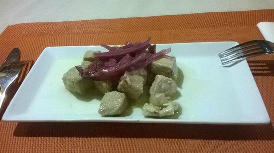 Taberna Salinas : Atún con cítricos, la mejor tapa que probé en Granada.