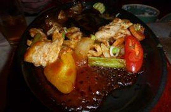 Jintana Thai Restaurant : Husbands meal after he had eaten half of it.