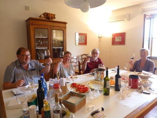 My Tuscan Wine And Tours: Vinsmaking med lett lunsj