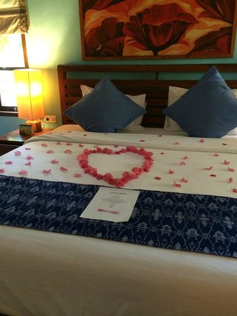 Cocotinos Sekotong, Boutique Beach Resort & Spa : the bed
