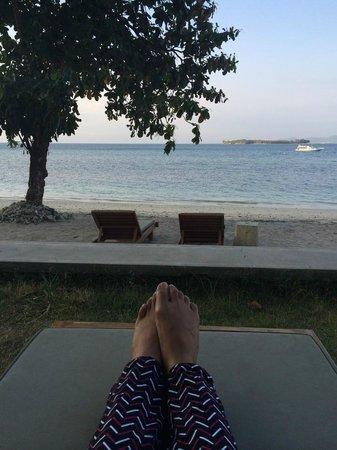 Cocotinos Sekotong, Boutique Beach Resort & Spa: beach bench