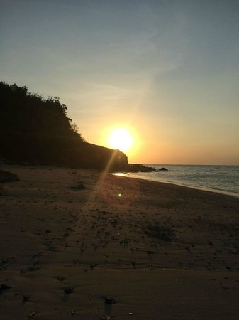 Cocotinos Sekotong, Boutique Beach Resort & Spa : sunset to the west