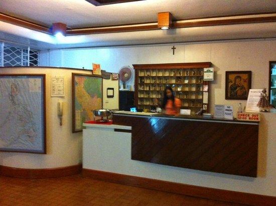 Pension Natividad: the front desk