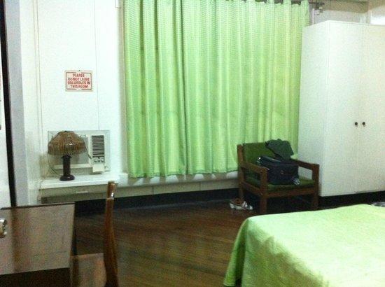 Pension Natividad: the room