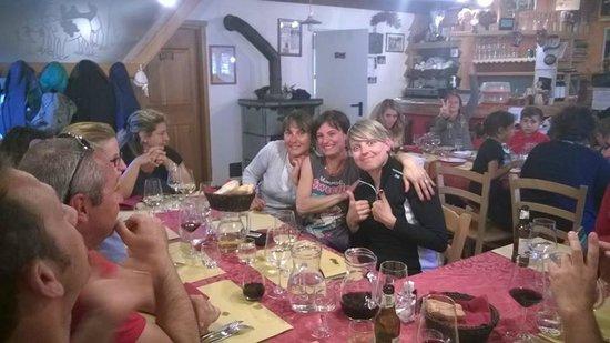 cena con gli amici all'agriturismo Alpe Crampiolo