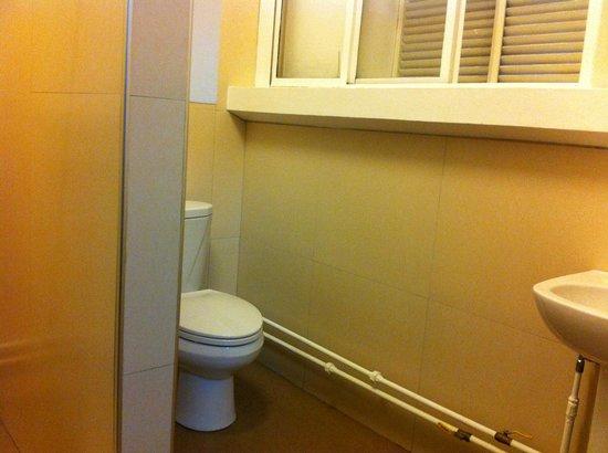 Pension Natividad: comfort room