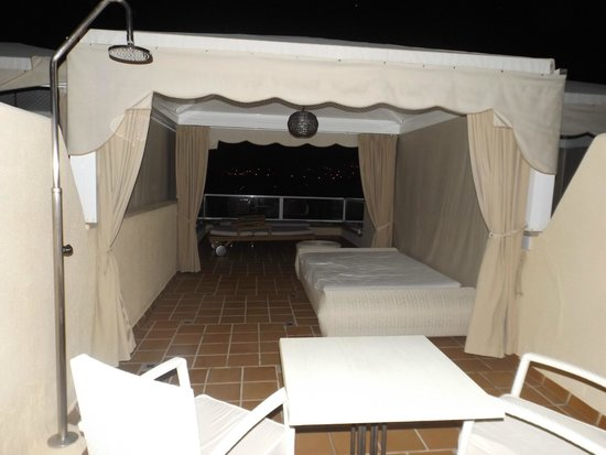 IBEROSTAR Suites Hotel Jardin del Sol: large balcony at night