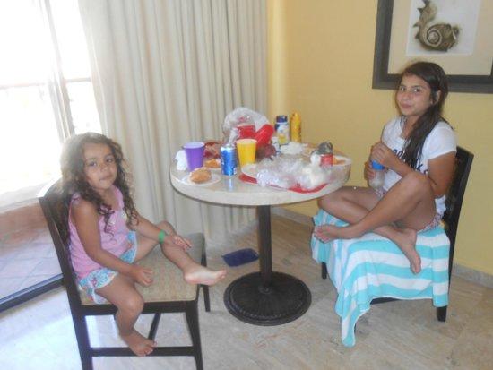 Penasco Del Sol Hotel: Lunch in room