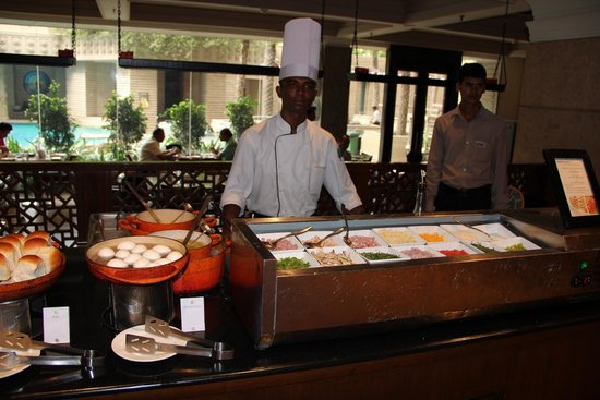 Hyderabad Marriott Hotel & Convention Centre : Egg Station - Breakfast