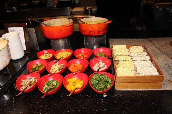 Hyderabad Marriott Hotel & Convention Centre : Breakfast serves maggie as well