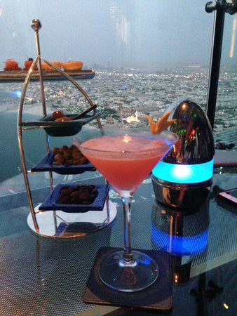 Skyview Bar : A Cosmo (aka Mr. Big) with a view