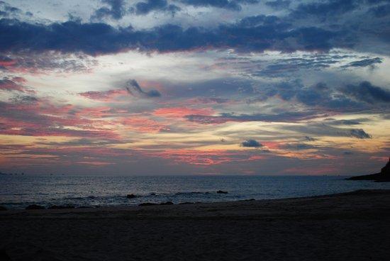 LaLaanta Hideaway Resort: Sunset