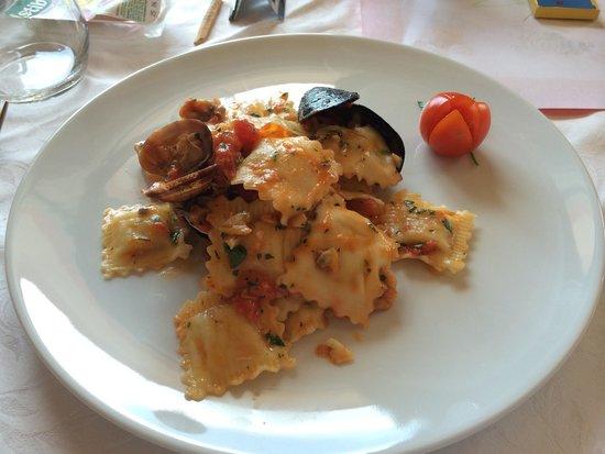 Hotel Augusta : Una specialità, ravioli con ripieno di branzino e sugo ai frutti di mare!
