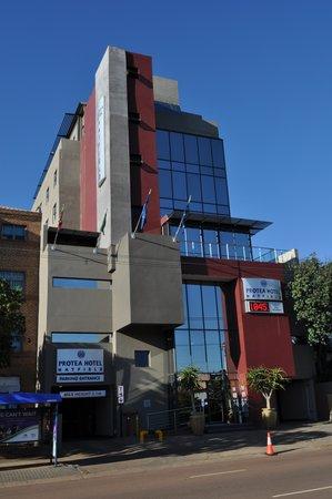 Protea Hotel Pretoria Hatfield: Pretoria. Protea Hotel Hatfield. Apr. 2014