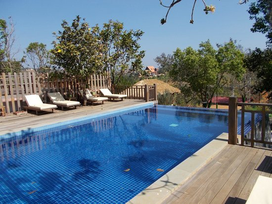 Memoire d' Angkor Boutique Hotel : The pool, unfortunately too cold this year for a swim!