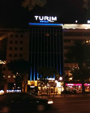 Turim Av Liberdade Hotel: front of the hotel at night