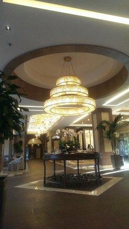 Xanadu Resort Hotel: Холл отеля и стол со сладостями