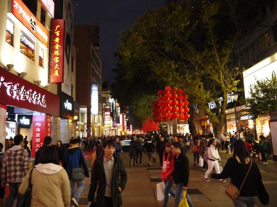 Beijing Road Shopping District : Beijing Road вечером