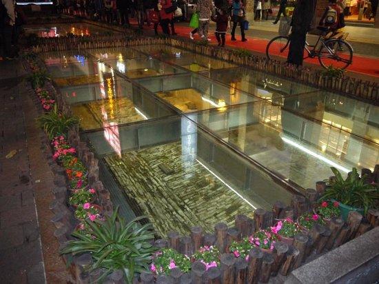 Beijing Road Shopping District : Раскопки старой мостовой