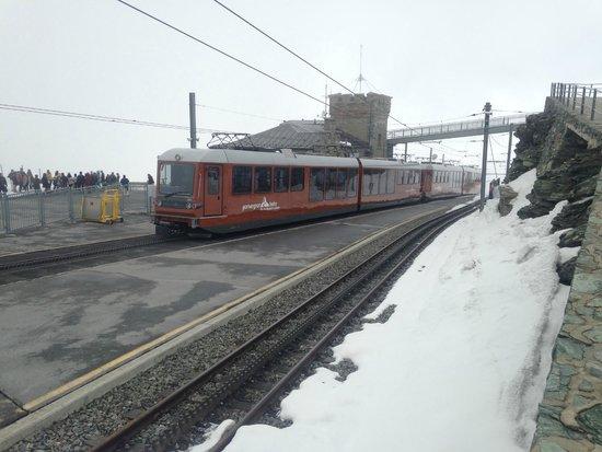 Gornergrat Bahn : Bonde chegando a última estação