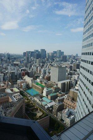 Ginza Creston Hotel: Вид из второго окна