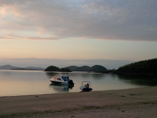 Huma Island Resort & Spa : As the sun goes down