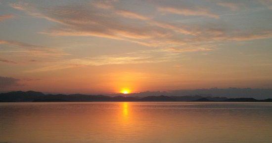 Huma Island Resort & Spa: Love the sunsets
