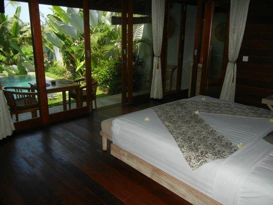 Ubud Padi Villas: Bedroom on entering