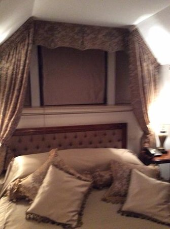 Hotel Scala: comfy bed, apologies for the bluriness!