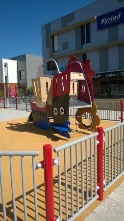 Hotel Kyriad Auray - Carnac : jeux enfant
